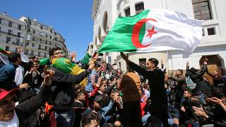 Protestos contra presidente interino na Argélia