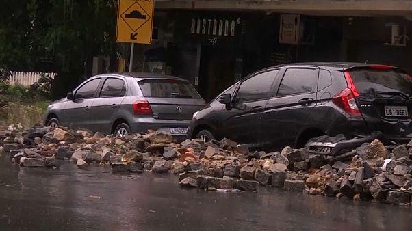 شاهد: الفيضانات تغرق ريو دي جانيرو ومخاوف من التلوث وحدوث انهيارات طينية