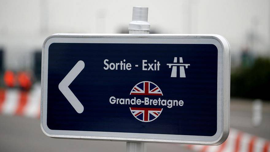 Zwei Polen versuchen Flüchtling in einem Sarg nach Großbritannien zu schmuggeln
