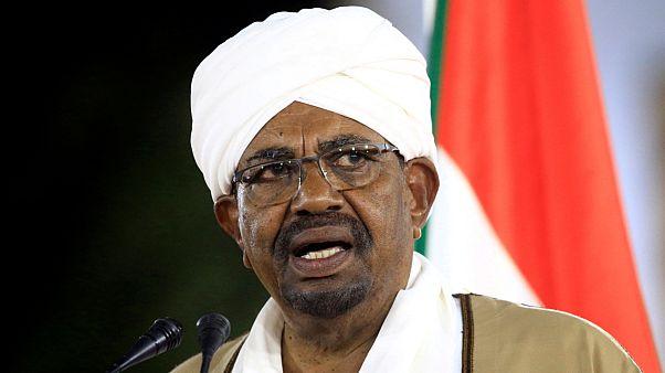 من هو  عمر البشير...الرئيس السوداني الذي عزله الجيش؟