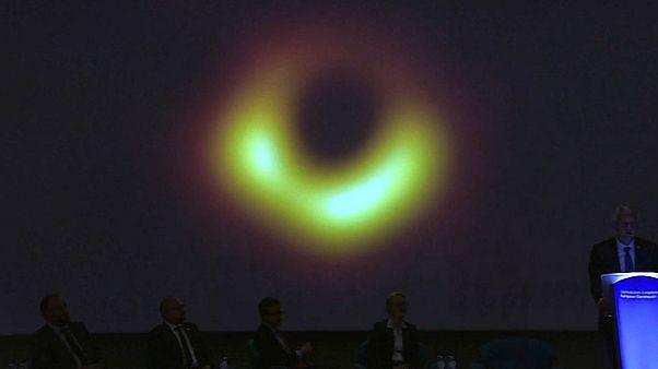 """Schwarzes Loch: """"Dem Biest ins Maul schauen"""""""