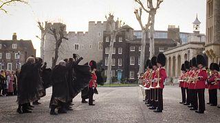 """شاهد: الحرس الملكي البريطاني يعزف موسيقى مسلسل """"لعبة العروش"""" الشهير"""