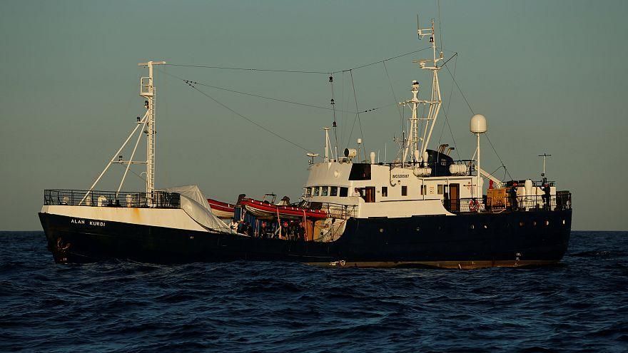 Μάλτα: Παραμένουν εγκλωβισμένοι στο πλοίο 62 μετανάστες