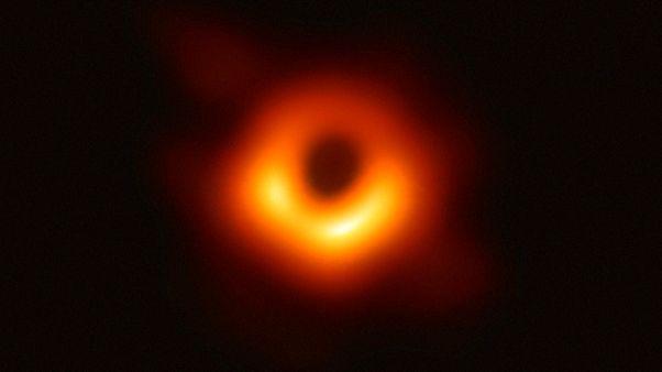La primera imagen de un agujero negro de la historia