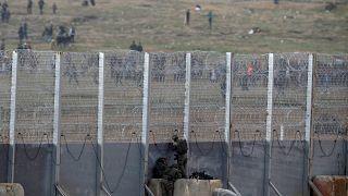 Gazze'ye çekilen tel örgü