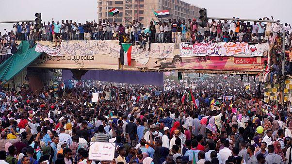 Sudan'da göstericiler El Beşir'in istifasını istiyor
