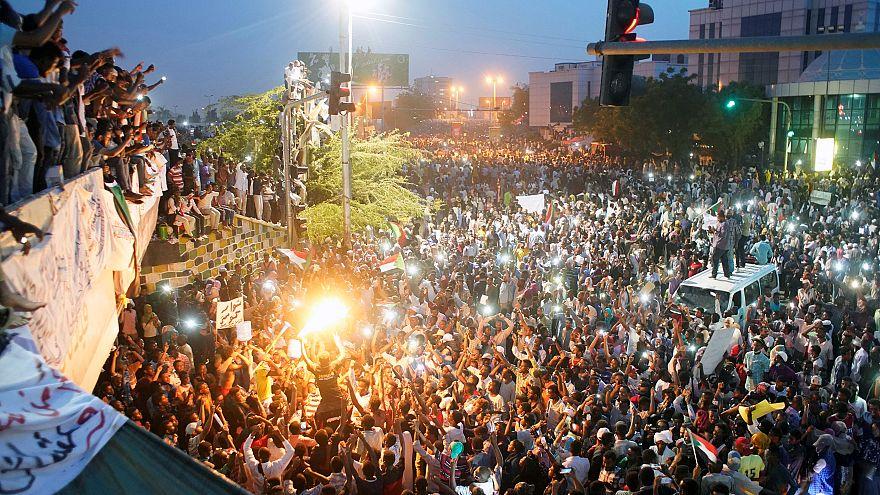 Protestors call for the resignation of Omar al-Bashir