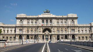 دیوانعالی ایتالیا: ظاهر مردانه قربانی تجاوز تعیینکنندهٔ حکم او نیست