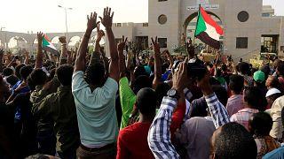 Sudaneses celebran la caída del presidente Al Bashir
