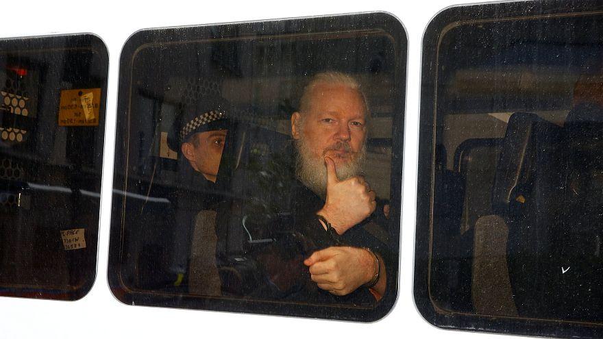 دادگاهی در لندن جولیان آسانژ را به یک سال زندان محکوم کرد