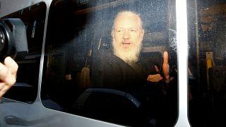 Un Julian Assange méconnaissable
