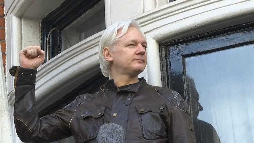 أسانج مؤسس ويكيليكس