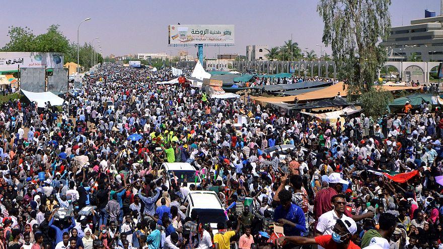 Sudan'ın başkenti Hartum'da Ömer el Beşir karşıtı gösteri