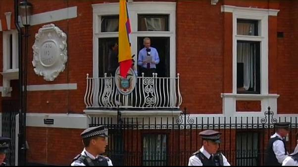 Brit külügy: Assange nem hős