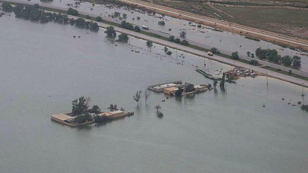 سیل در استان خوزستان ایران؛ ۲۵۰ روستا تخلیه شدهاند