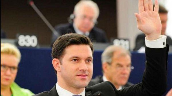 Chiedeva rimborsi per la benzina ma viaggiava in aereo: eurodeputato rumeno a processo