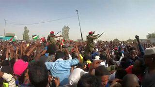 Sudan halkı askeri darbe sonrası sivil yönetim için protestolarını devam ettiriyor