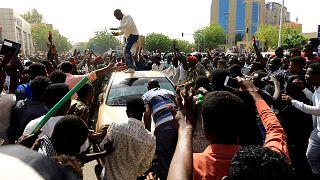 Sudan'da son durum: Ordu yönetimde, sivil iktidar isteyen halk sokakta