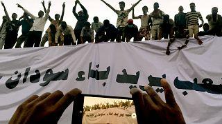 Weiter Unruhen im Sudan: Regierung aus Zivilisten gefordert