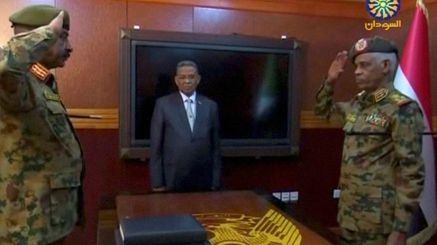 """Soudan : après """"non à El-Béchir"""", """"non à l'armée"""""""