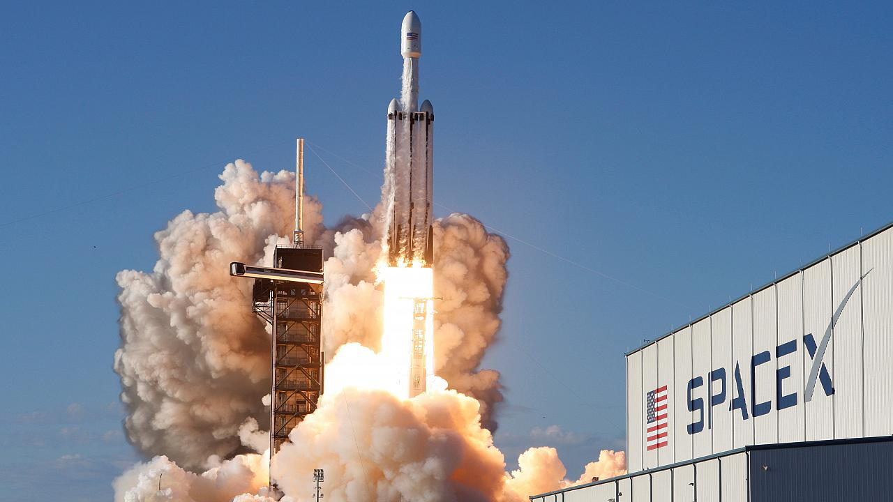 SpaceX's Falcon Heavy blasts off