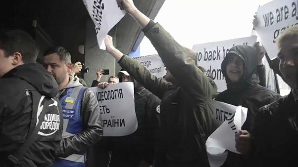 Egy leszbikus konferenciára támadtak szélsőjobbosok Kijevben