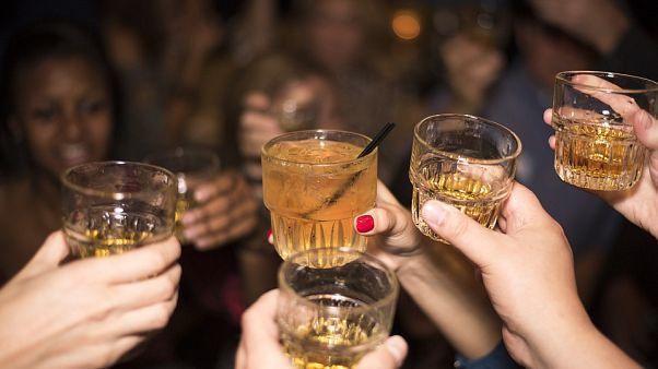 ابداع دستبندی که داروی تجاوز را در مشروب تشخیص میدهد