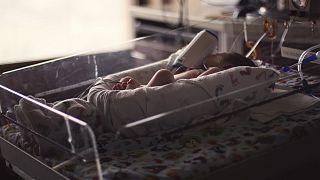 Γεννήθηκε το πρώτο μωρό με ρομποτικά υποβοηθούμενη μεταμόσχευση μήτρας