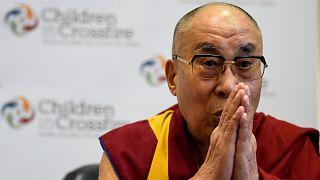Kiengedték a kórházból a dalai lámát