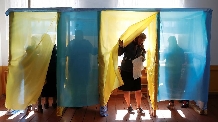 Ukrayna'da seçim: Şovmen Zelenskiy nasıl oy kazandı, 'çikolata kralı' Poroşenko niçin kaybetti?