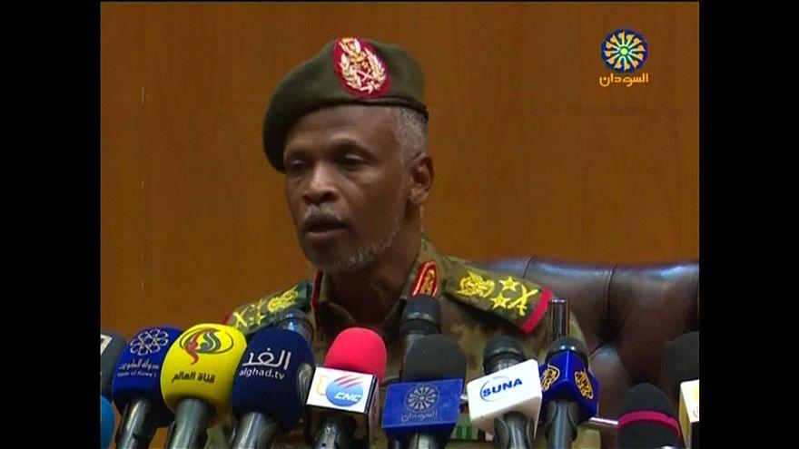 الفريق عمر زيد العابدين عضو المجلس العسكري في السودان