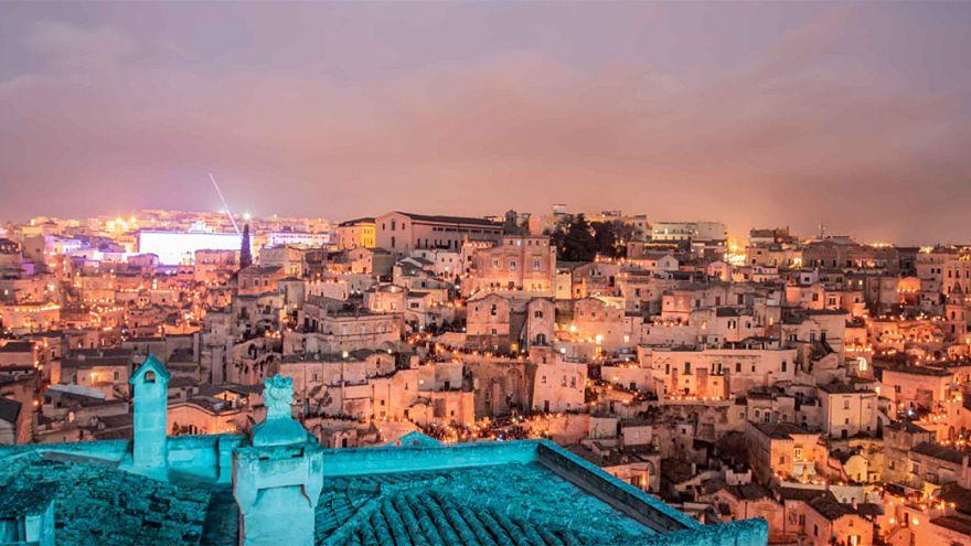 A helyiek a szórakoztatás éltető elemei Materában, Európa kulturális fővárosában