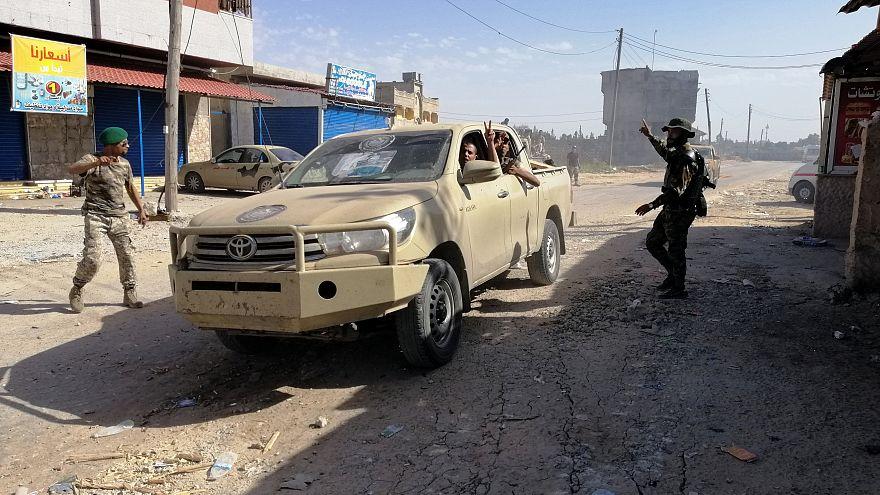 Menekülnek Tripoliból a civilek