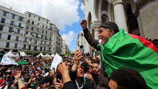 ساحة البريد المركزي بالجزائر العاصمة