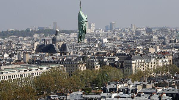 Paris: Zum Himmel schwebende Heilige - Restaurierung der Kathedrale Notre Dame