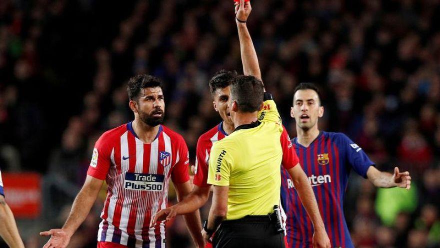 Cartellino rosso per Diego Costa.