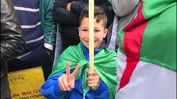 Massenproteste für Regimewechsel: 108 Festnahmen in Algier