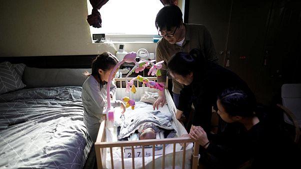 Güney Kore'de doğan bebeklerin yaş sorunu