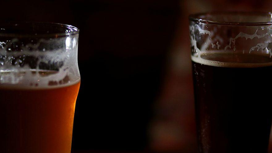 El novedoso brazalete que detecta droga en las bebidas