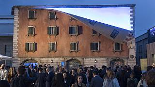 """British artist """"unzips"""" building for Milan Design Week"""