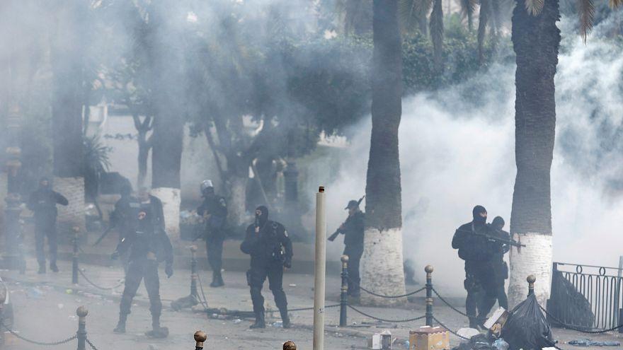 """الشرطة الجزائرية تتحدث عن """"مندسين"""" وتقول إنها اعتقلت 108 أشخاص"""