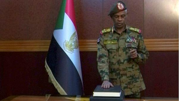 عوض بن عوف، رئیس شورای نظامی انتقالی سودان استعفا داد