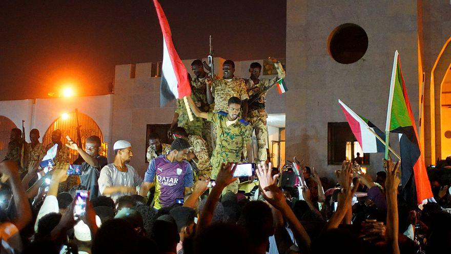 Az új szudáni vezető is lemondott