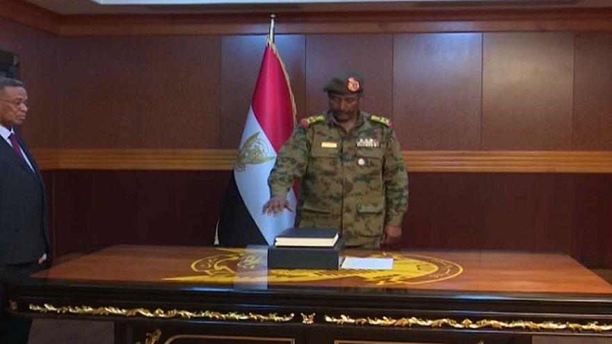 Sudan: Übergangsstaatschef zurückgetreten, Generalleutnant übernimmt
