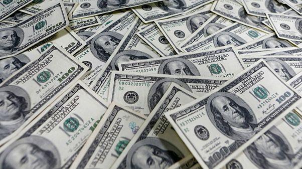 کاهش ۳.۸ درصدی قیمت دلار؛ سکه ۳۰۰ هزارتومان ارزان شد