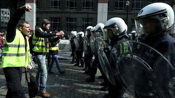 هزاران جلیقه زرد فرانسوی برای بیست و دومین هفته پیاپی تظاهرات کردند