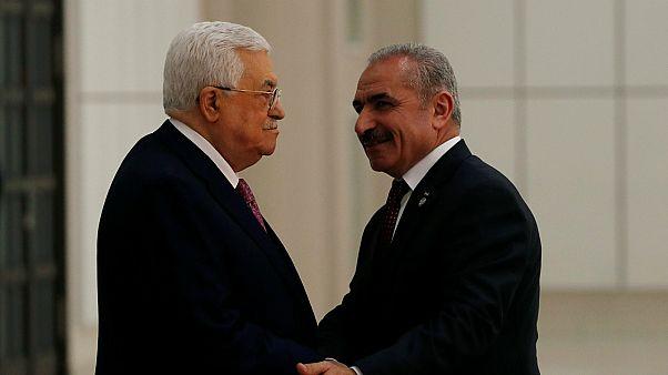محمد إشتية بصحبة الرئيس الفلسطيني محمود عباس