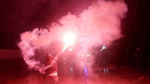 Arnavutluk'ta yapılan hükümet karşıtı gösterilerde polis ve protestocular yaralandı