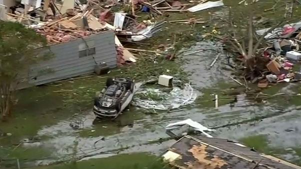 گردباد در آمریکا ۲ کودک را کُشت و ۷ نفر را مجروح کرد