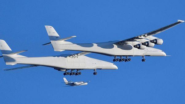 بزرگترین هواپیمای جهان به پرواز درآمد